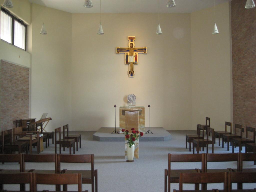 Vista assiale centrale della chiesa rinnovata.