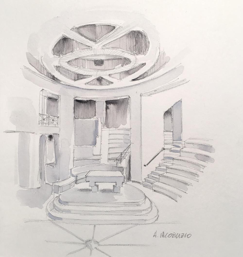 La vista interna rivela i limiti del progetto: in quanto memoriale l'aspetto liturgico passa in secondo piano e lo spazio per il culto diviene cavea teatrale.