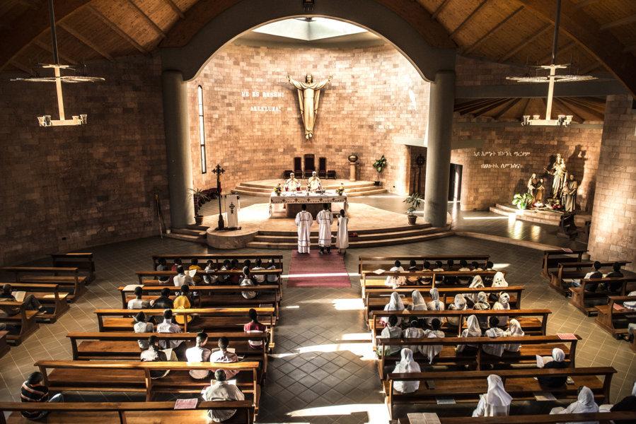 S. Maria Ausiliatrice, Adua. Vista interna della chiesa. (Foto Carolina Paltrnieri)