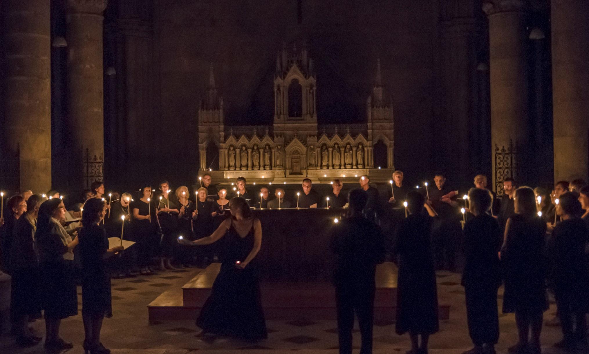 La nuit des églises a St Julien de Tours, 2012. Celebrazione danzante nella notte.