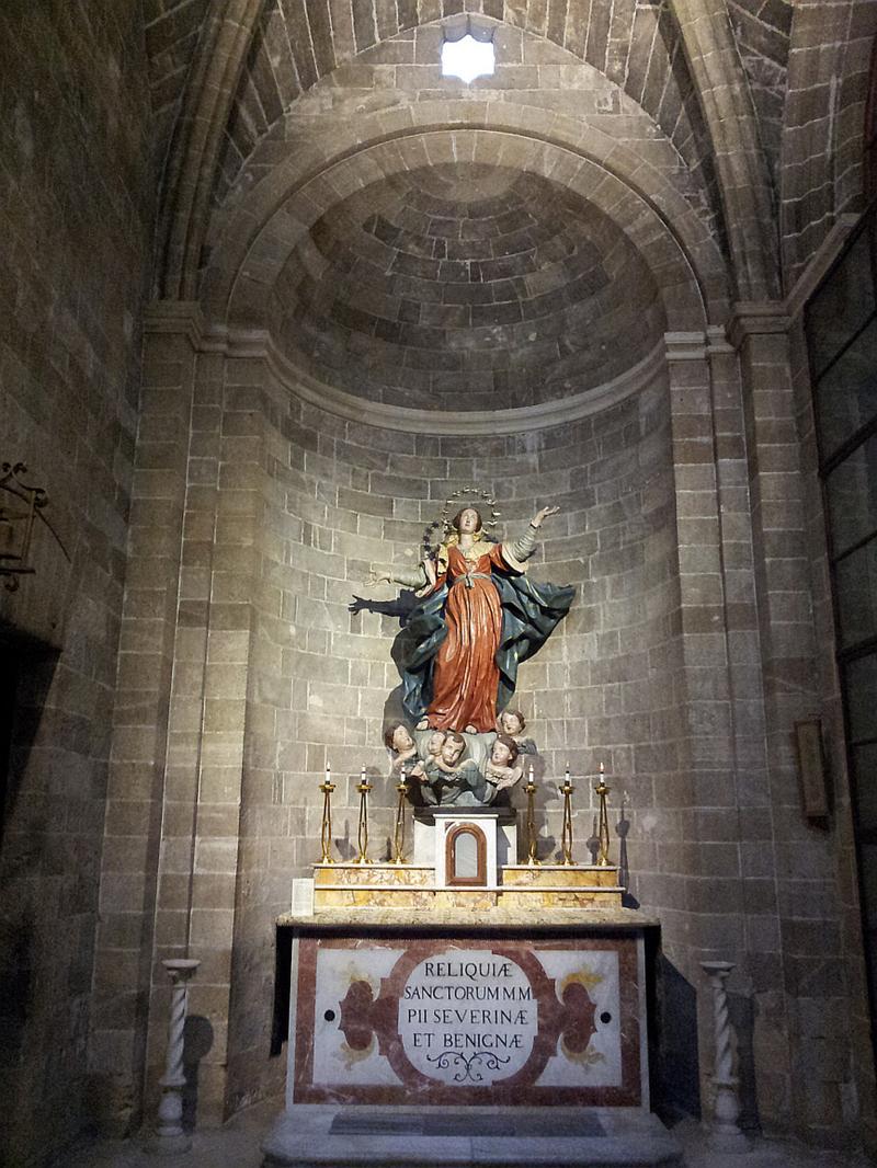 L'Assunta. Statua nella cappella absidale.
