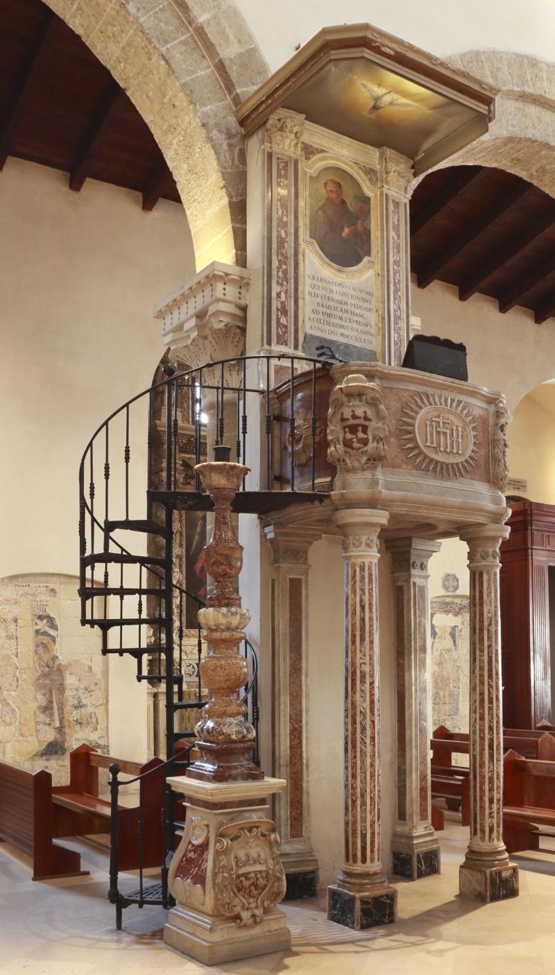 Il pulpito. Foto Aristide Mazzarella
