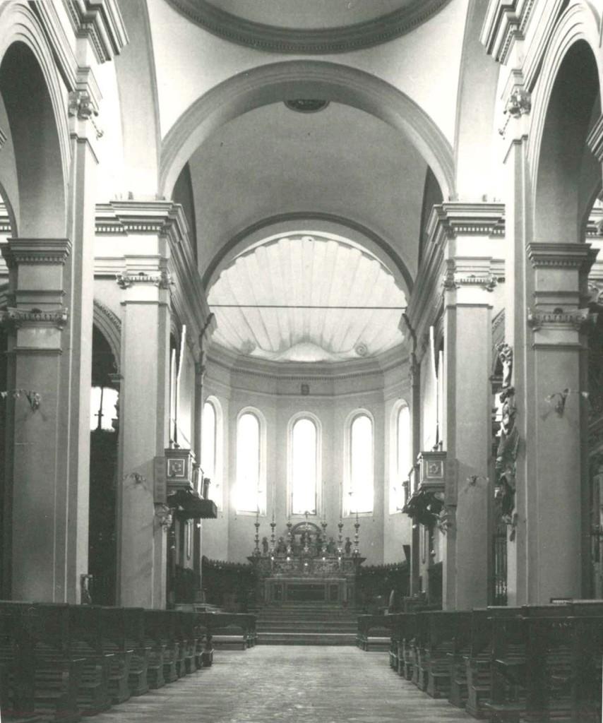 Figg. 3-4 – Vedute del presbiterio della cattedrale di Faenza prima del Concilio Ecumenico Vaticano II