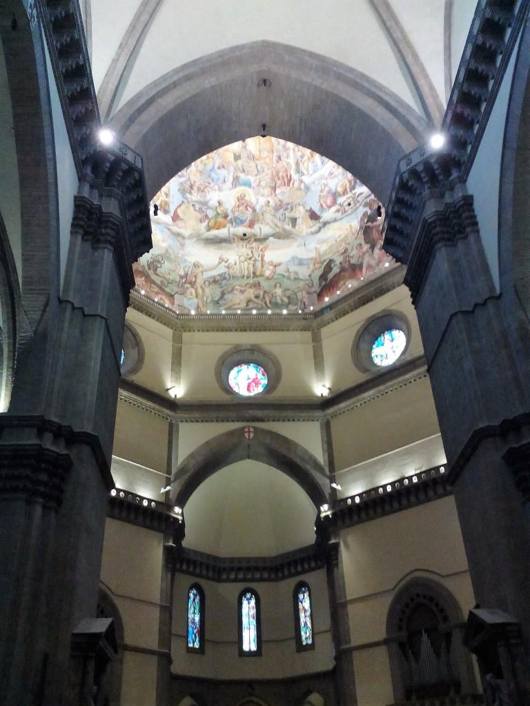 La cupola fu completata da Brunelleschi nel 1436 e divenne il simbolo del Concilio di Firenze del 1439. Fu affrescata dal Vasari e dallo Zuccari, con la consulenza liturgica di Don Vincenzo Borghini, a partire dal 1572.