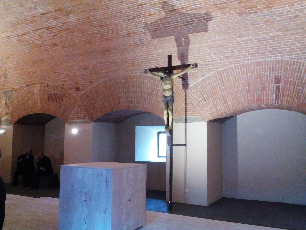L'ex deposito di esplosivi del Forte è stato trasformato in cappella su progetto di Paolo Zermani.