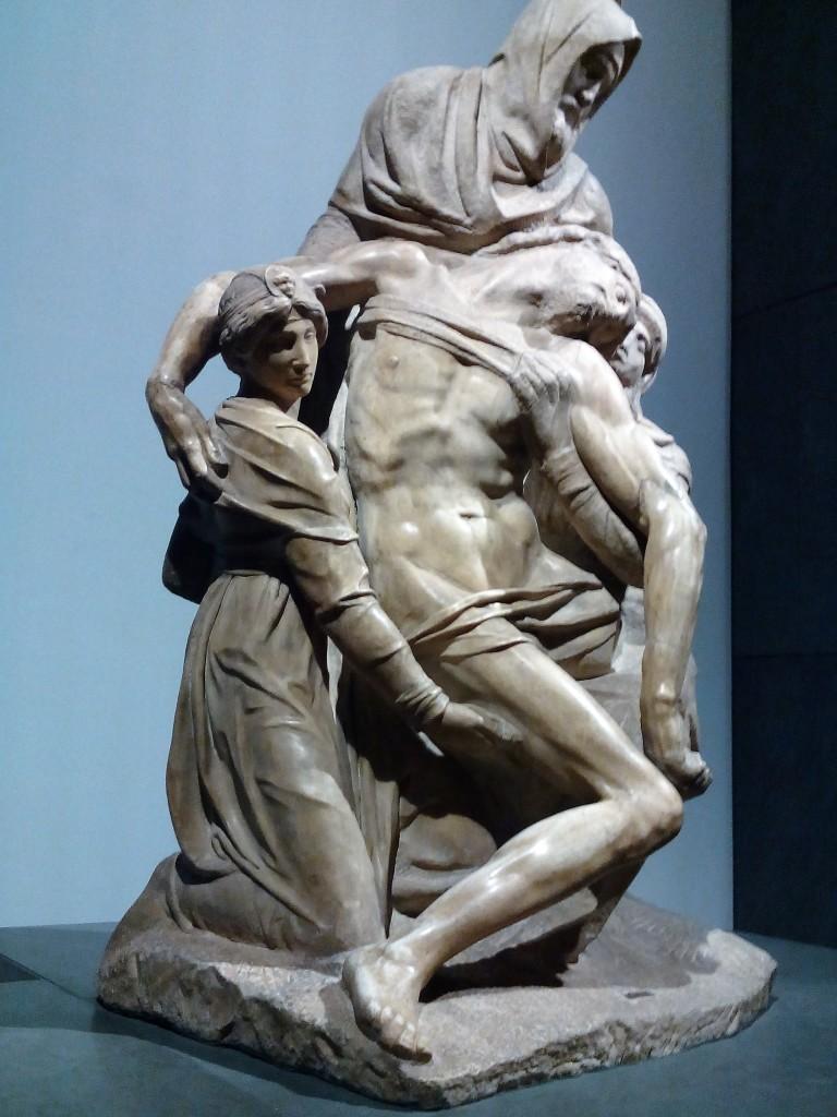 """E tanti altre opere d'arte preziose tra cui spicca una delle tre """"Pietà"""" scolpite da Michelangelo."""