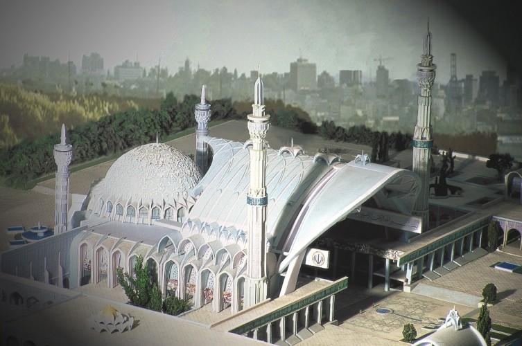 Nelle immagini risalta la succesione di archi e volte che precede la grande cupola.