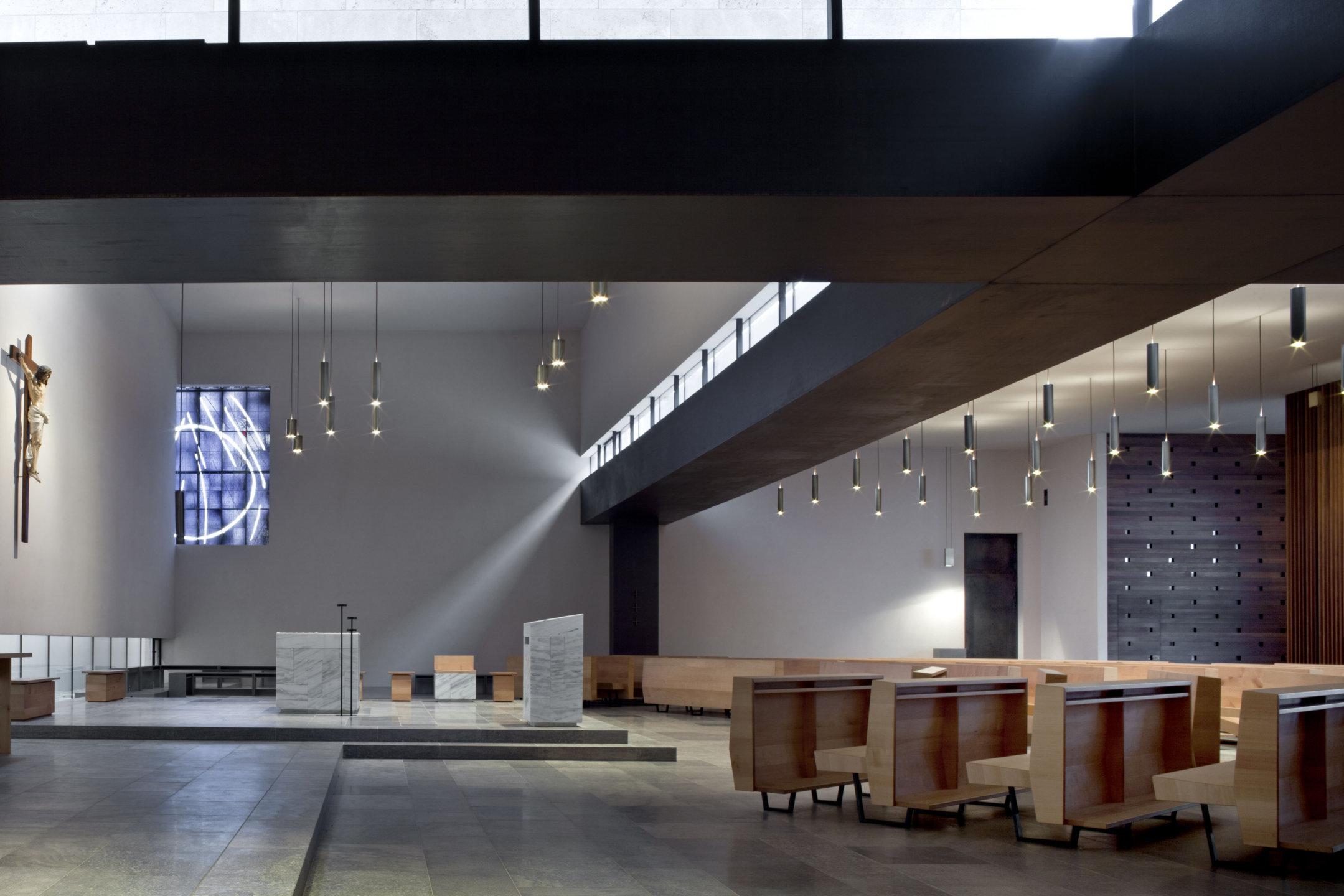 Chiesa di Madre Teresa di Calcutta a Bolzano. Progetto Siegfried Delug. (foto ORCH_chemollo)