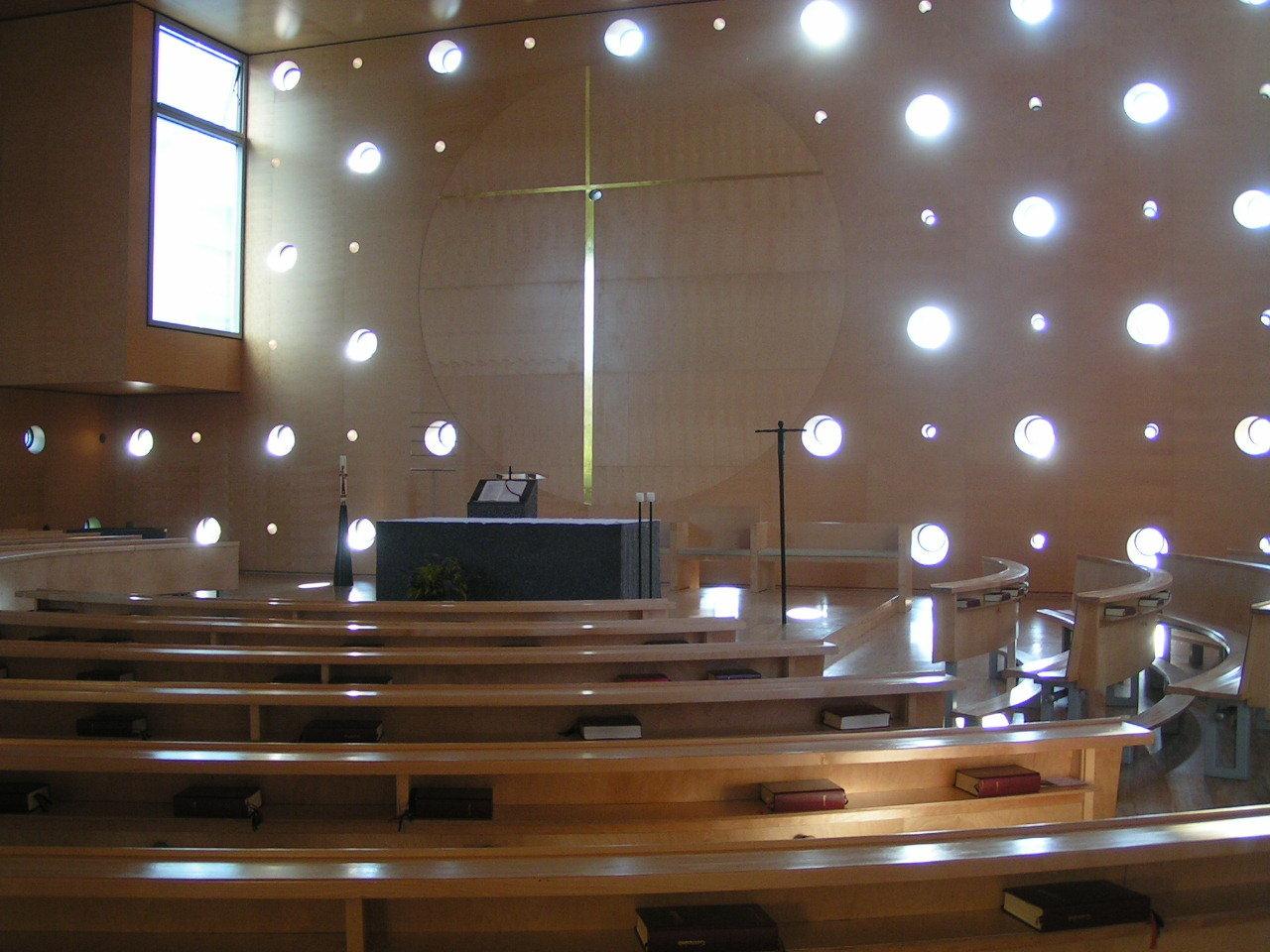 Chiesa dedicagta a Christus Hoffnung der Welt in Donau city, Wien. Progetto di Heinz Tesar.