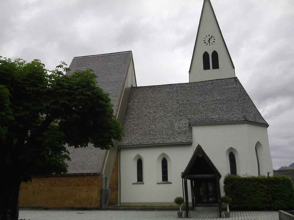 La chiesa Maria Himmelfahrt dal sagrato.