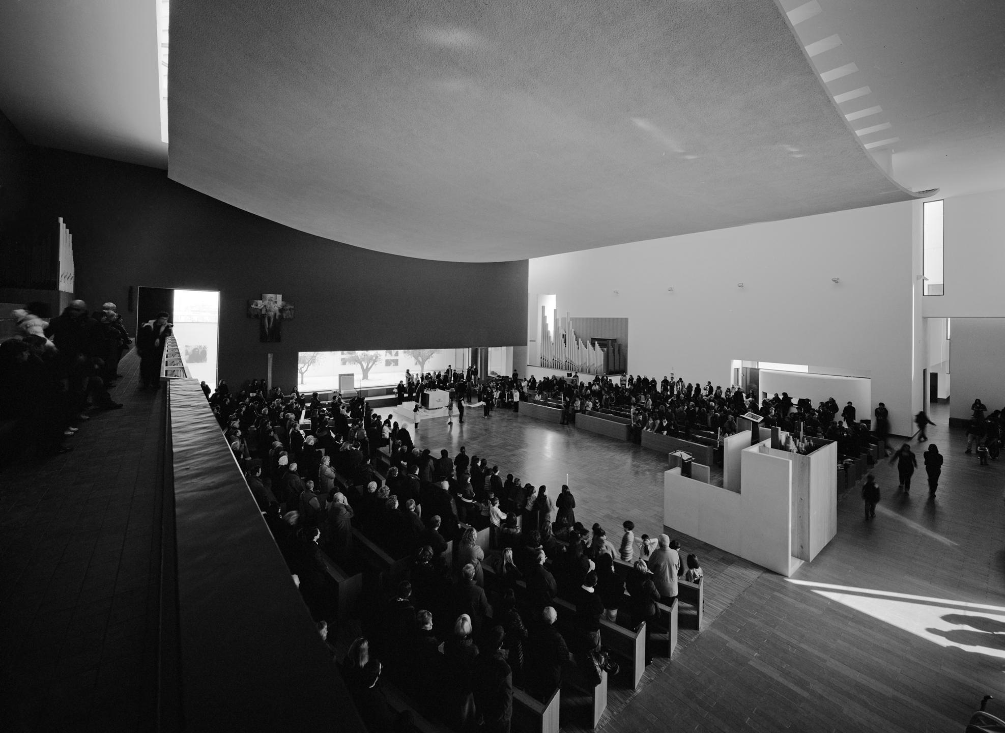 Sistemazione liturgica a Communio Raum (foto courtesy Mauro Galantino)
