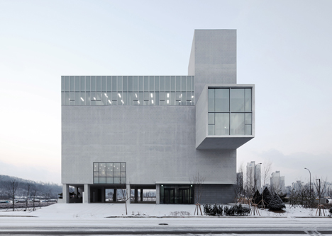 rw-concrete-church-by-nameless-architecture_dezeen_18