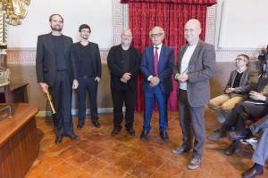 """Il team dello Studio Brueckner + Brueckner, seconda """"Menzione speciale"""" hanno presentato il loro progetto con una sonata per clarinetto (qui con Giuseppe M. Jonghi Lavarini, secondo da destra, del Consiglio di Amminisrazione della Fondazione)"""