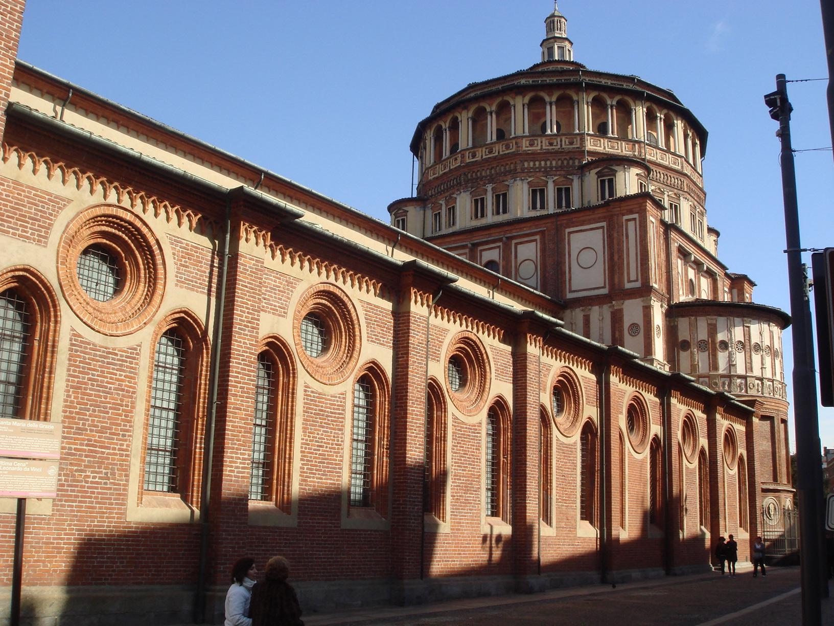 Il tiburio bramantesco di S. Maria delle Grazie, che si innesta a conclusione del corpo basilicale gotico-lombardo progettato da Guiniforte Solari.