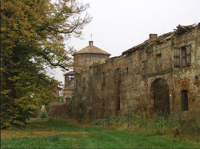 Castelletto di Rossate, dalle caratteristiche architettoniche simili a quelle della vicina chiesa di San Biagio.