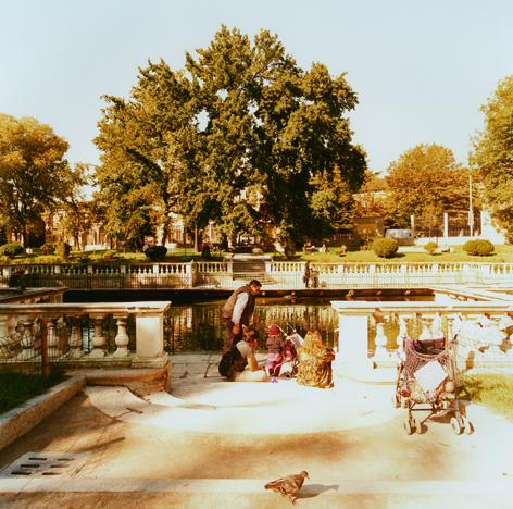 La famiglia. Foto di Giovanni Chiaramonte. Milano, 1999.